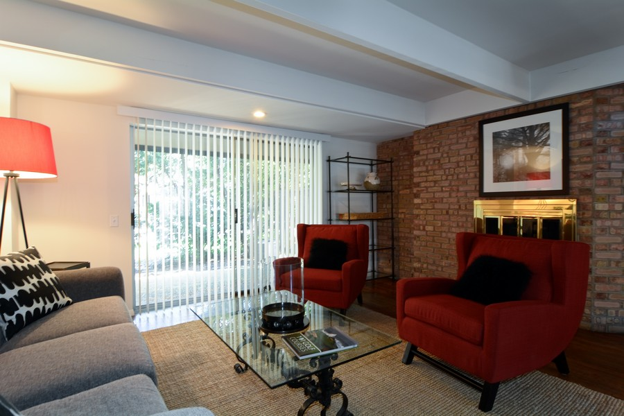 Real Estate Photography - 456 Lageschulte, Barrington, IL, 60010 - Living Room