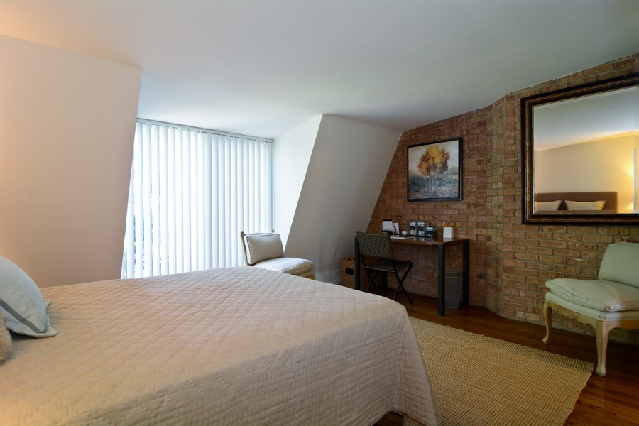 Real Estate Photography - 456 Lageschulte, Barrington, IL, 60010 - Master Bedroom