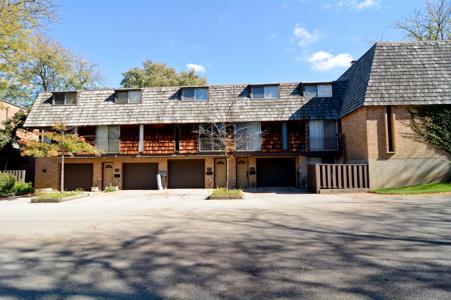 Real Estate Photography - 456 Lageschulte, Barrington, IL, 60010 - Front View