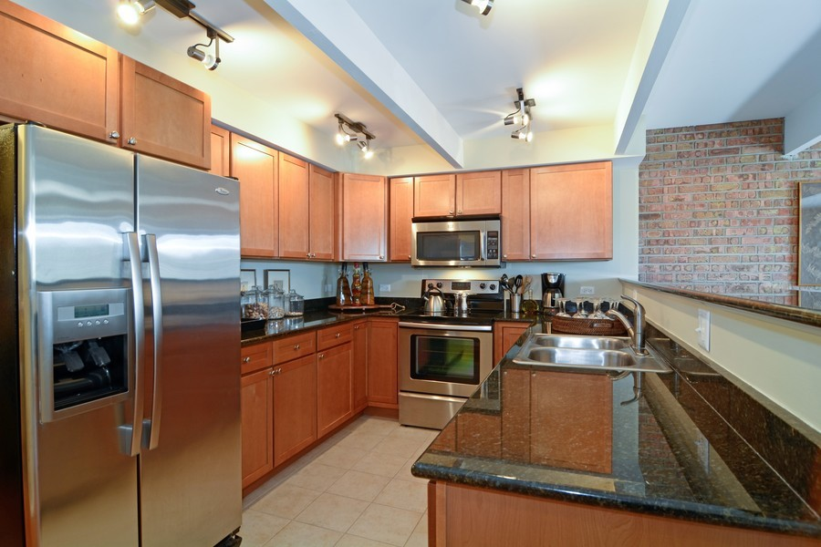 Real Estate Photography - 442 Lageschulte, Barrington, IL, 60010 - Kitchen
