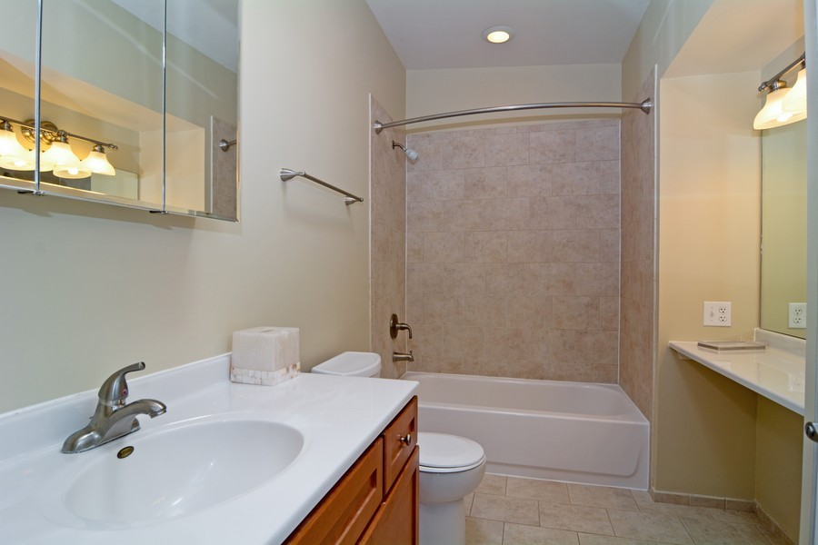 Real Estate Photography - 442 Lageschulte, Barrington, IL, 60010 - 2nd Bathroom