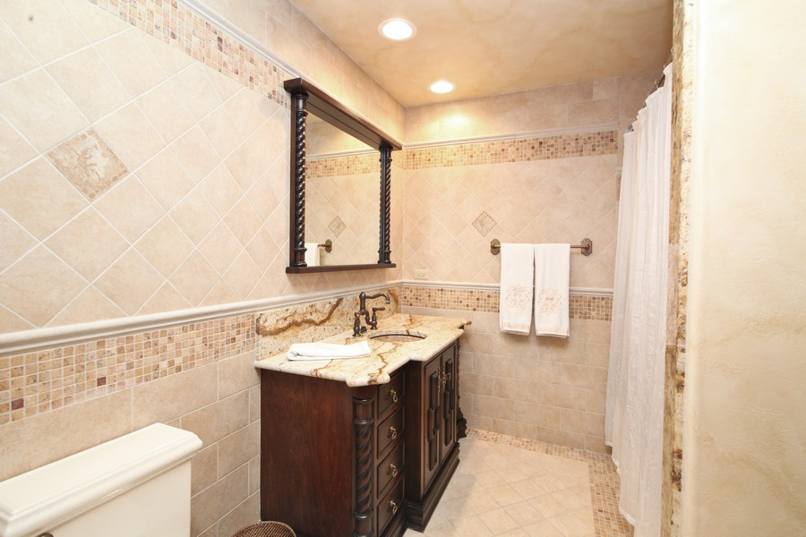 Real Estate Photography - 11315 W 77 Street, Burr Ridge, IL, 60527 - Guest House Bathroom