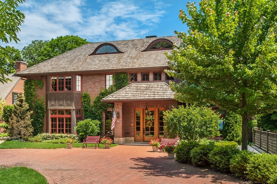 Real Estate Photography - 691 Sheridan Road, Winnetka, IL, 60093 - Front View