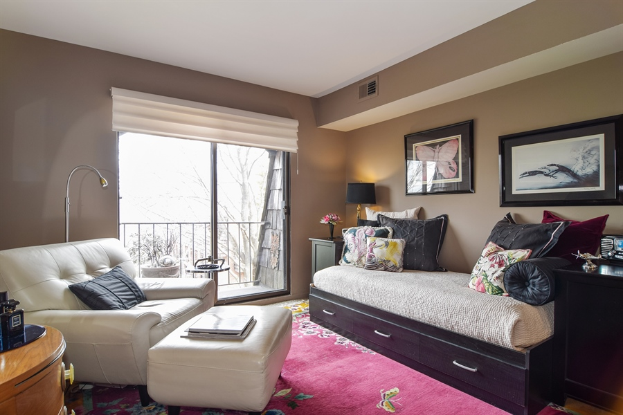 Real Estate Photography - 600 W. Russell St., 304, Barrington, IL, 60010 - 2nd Bedroom