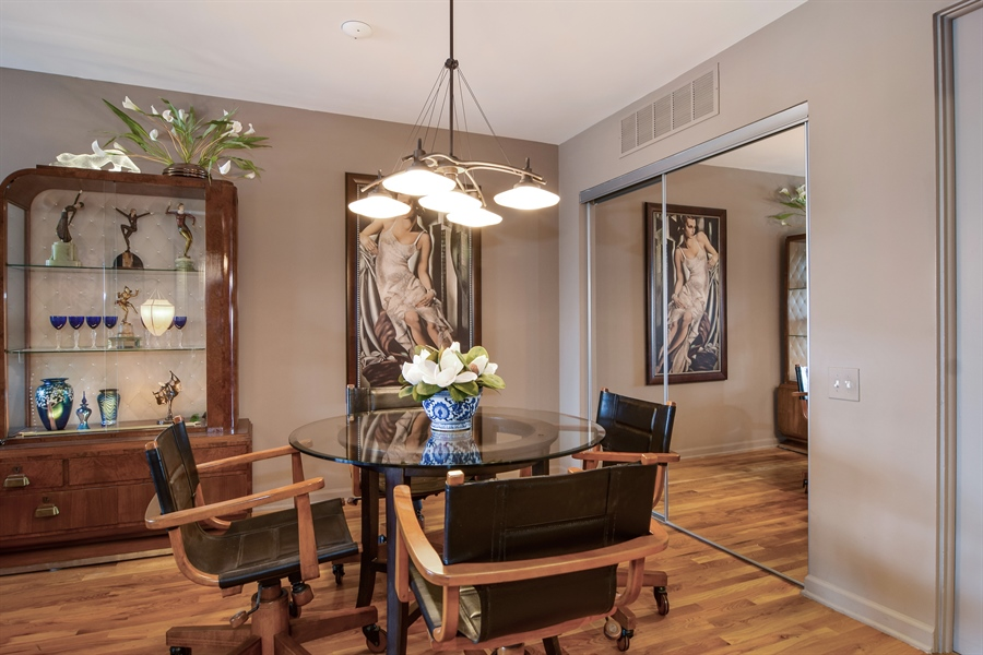 Real Estate Photography - 600 W. Russell St., 304, Barrington, IL, 60010 - Dining Room
