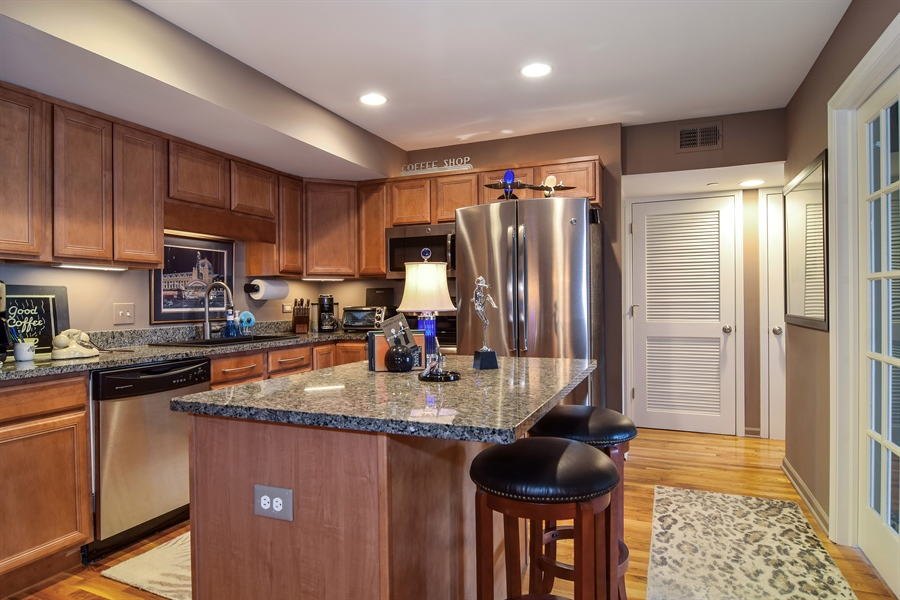 Real Estate Photography - 600 W. Russell St., 304, Barrington, IL, 60010 - Kitchen
