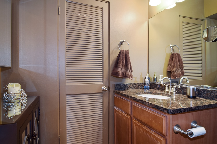 Real Estate Photography - 600 W. Russell St., 304, Barrington, IL, 60010 - Bathroom
