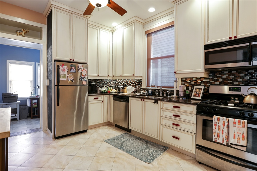 Real Estate Photography - 1310 W. Cornelia, Chicago, IL, 60657 - 1st flr kitchen