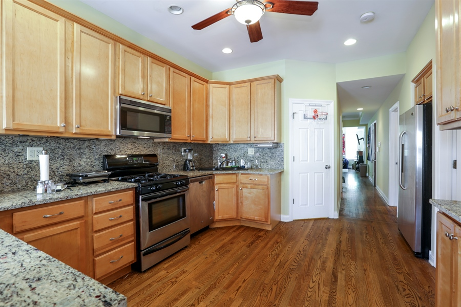 Real Estate Photography - 1310 W. Cornelia, Chicago, IL, 60657 - 2nd floor kitchen