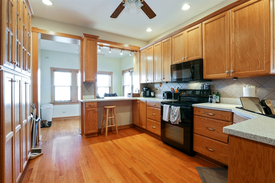 Real Estate Photography - 1310 W. Cornelia, Chicago, IL, 60657 - 3rd floor kitchen / Den