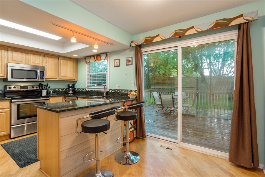 Real Estate Photography - 30 Timber Hill Road, Buffalo Grove, IL, 60089 - Kitchen / Breakfast Room
