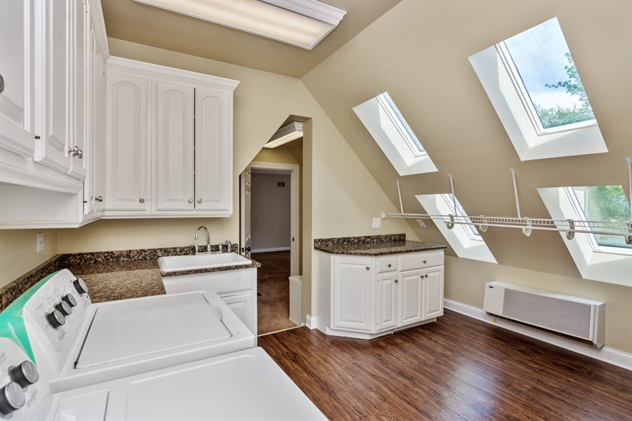 Real Estate Photography - 1040 West Bombay Way, Palatine, IL, 60067 - Laundry Room