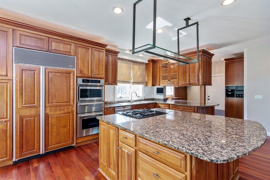 Real Estate Photography - 1040 West Bombay Way, Palatine, IL, 60067 - Kitchen