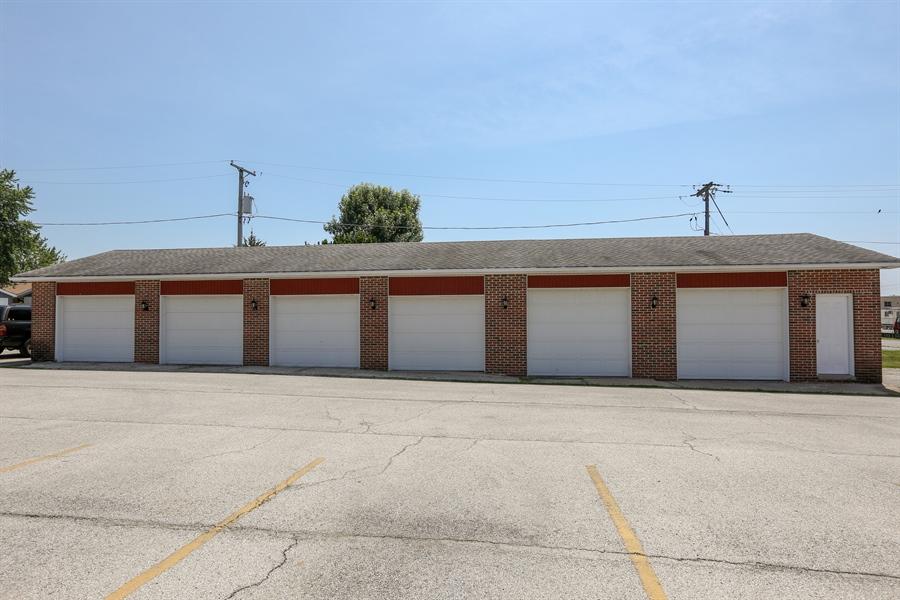 Real Estate Photography - 648 Pasadena, Beecher, IL, 60401 - Garage