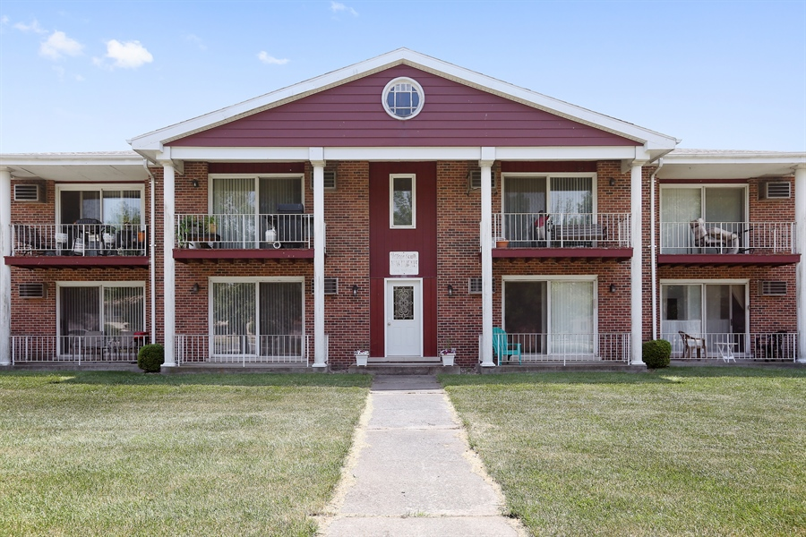Real Estate Photography - 648 Pasadena, Beecher, IL, 60401 - Front View