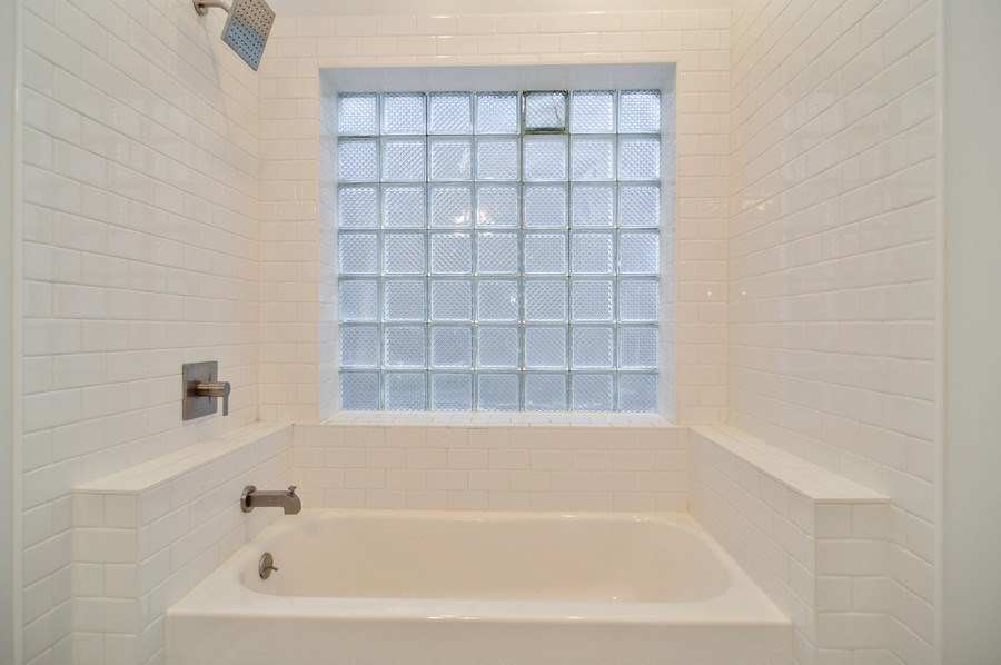 Real Estate Photography - 1942 N Francisco, Unit 2S, Chicago, IL, 60647 - Master Bathroom
