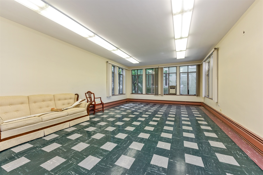 Real Estate Photography - 5526 N Magnolia, 1, Chicago, IL, 60640 - Living Room