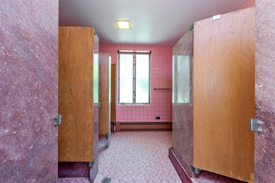 Real Estate Photography - 5526 N Magnolia, 1, Chicago, IL, 60640 - 3rd Bathroom