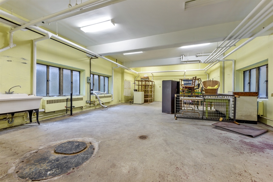 Real Estate Photography - 5526 N Magnolia, 1, Chicago, IL, 60640 - Location 8