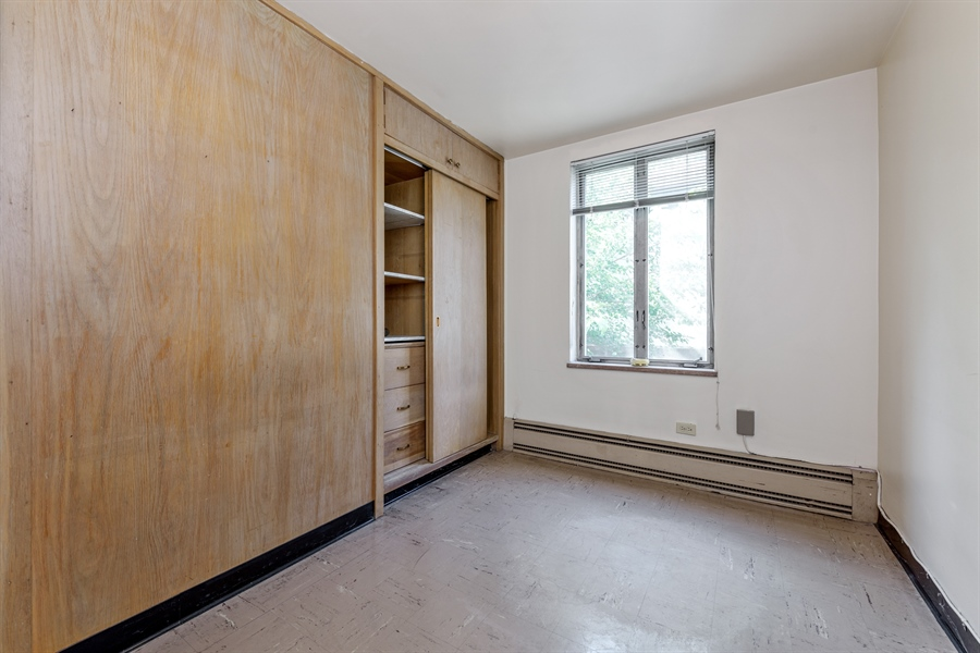 Real Estate Photography - 5526 N Magnolia, 1, Chicago, IL, 60640 - 3rd Bedroom