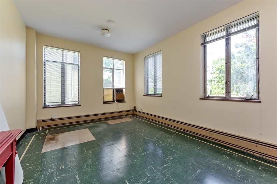 Real Estate Photography - 5526 N Magnolia, 1, Chicago, IL, 60640 - Bedroom