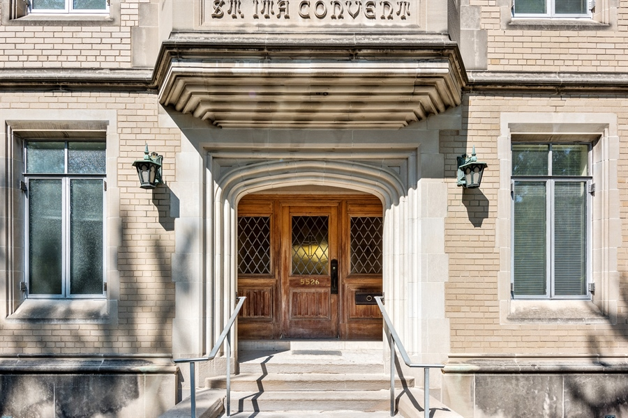 Real Estate Photography - 5526 N Magnolia, 1, Chicago, IL, 60640 - Entrance