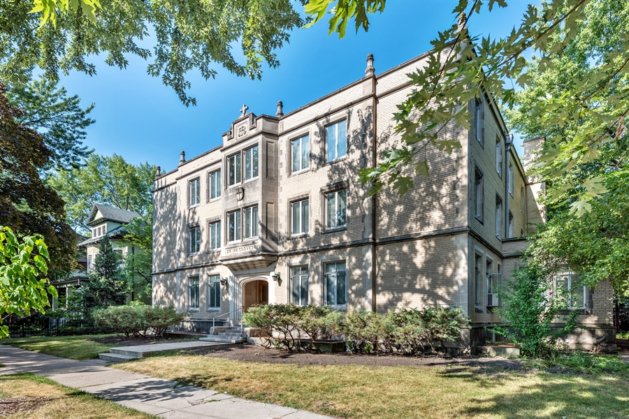 Real Estate Photography - 5526 N Magnolia, 1, Chicago, IL, 60640 - Front View