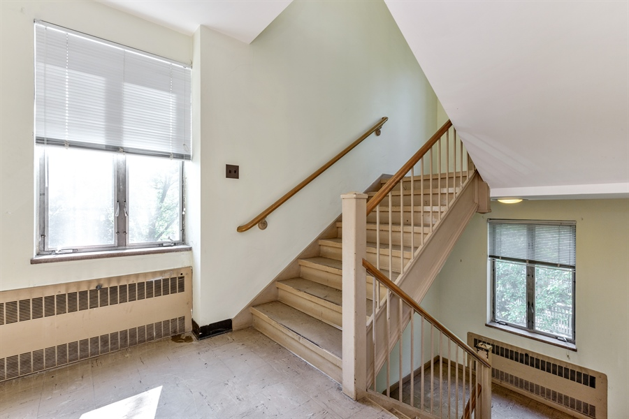 Real Estate Photography - 5526 N Magnolia, 1, Chicago, IL, 60640 - Staircase