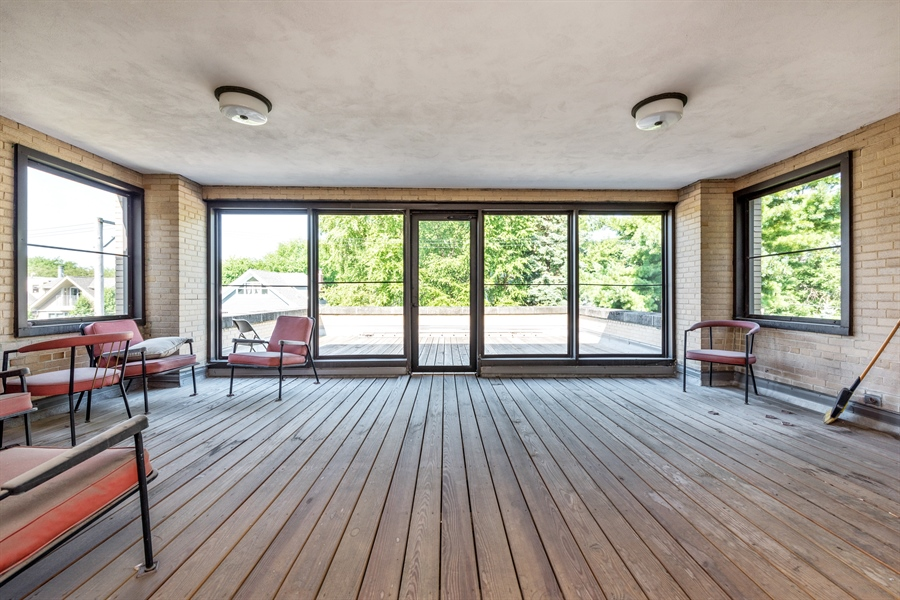 Real Estate Photography - 5526 N Magnolia, 1, Chicago, IL, 60640 - Sun Room