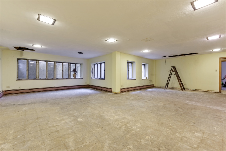 Real Estate Photography - 5526 N Magnolia, 1, Chicago, IL, 60640 - Play / Recreational Room