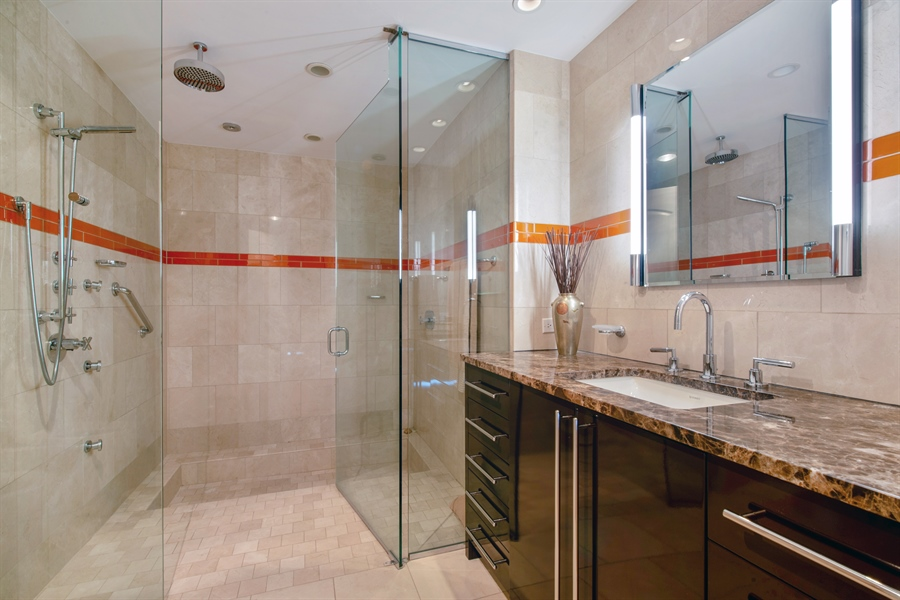 Real Estate Photography - 1040 N. Lake Shore Drive, 36BC, Chicago, IL, 60611 - 2nd Bathroom