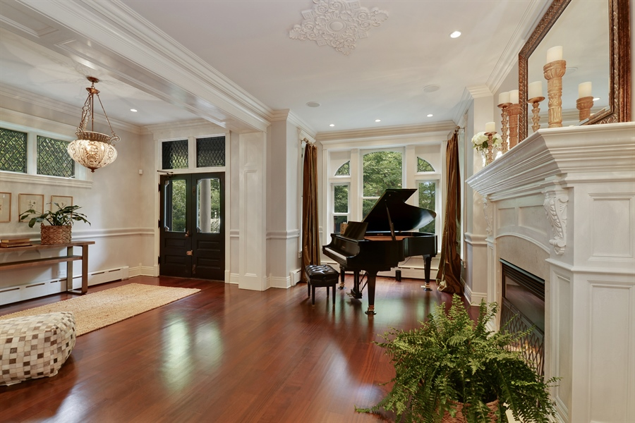 Real Estate Photography - 3440 N Janssen Ave, Chicago, IL, 60657 - Extra wide floor plan