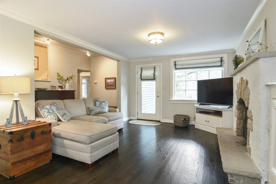 Real Estate Photography - 74 Meadow Hill Rd, Barrington Hills, IL, 60010 - Living Room