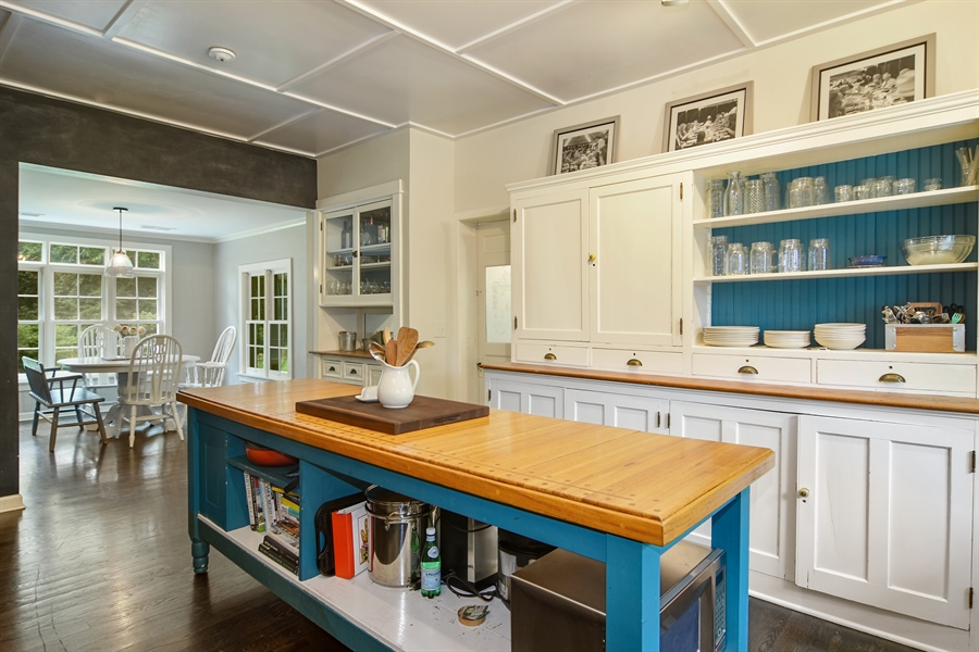 Real Estate Photography - 74 Meadow Hill Rd, Barrington Hills, IL, 60010 - Kitchen