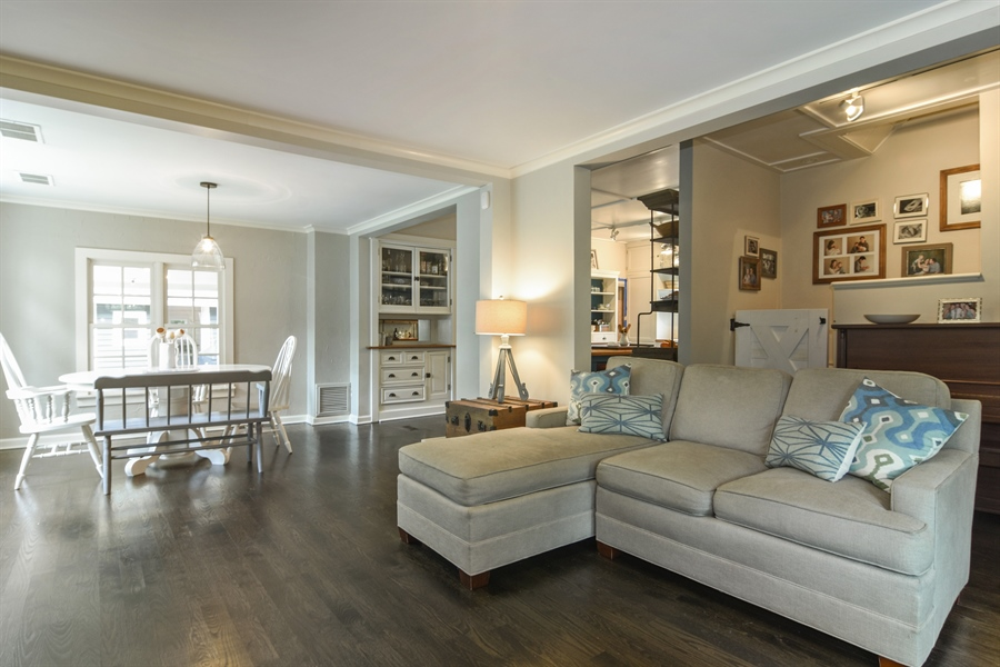 Real Estate Photography - 74 Meadow Hill Rd, Barrington Hills, IL, 60010 - Great Room