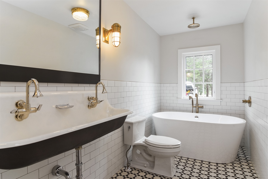 Real Estate Photography - 74 Meadow Hill Rd, Barrington Hills, IL, 60010 - Bathroom