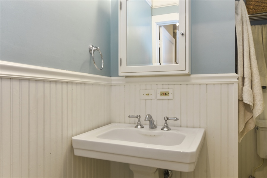 Real Estate Photography - 74 Meadow Hill Rd, Barrington Hills, IL, 60010 - 2nd Bathroom