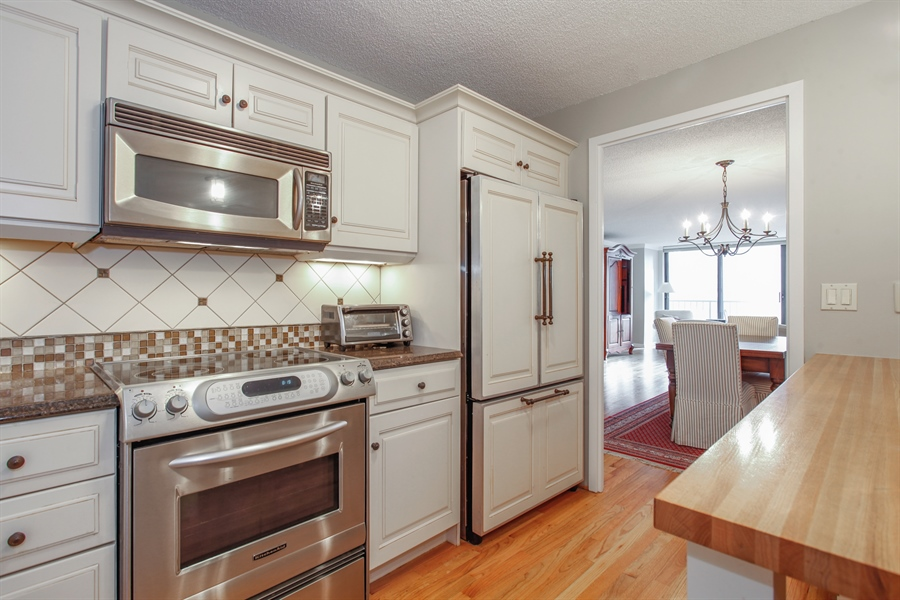 Real Estate Photography - 1250 Dearborn, 7A, Chicago, IL, 60610 - Kitchen