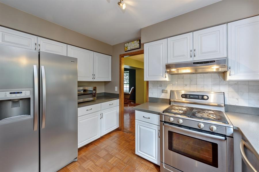 Real Estate Photography - 725 Chestnut, Bartlett, IL, 60103 - Kitchen