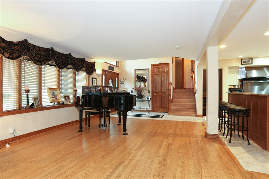 Real Estate Photography - 22W531 Balsam, Glen Ellyn, IL, 60137 - Living Room