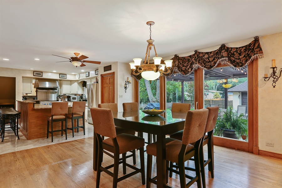 Real Estate Photography - 22W531 Balsam, Glen Ellyn, IL, 60137 - Kitchen / Breakfast Room