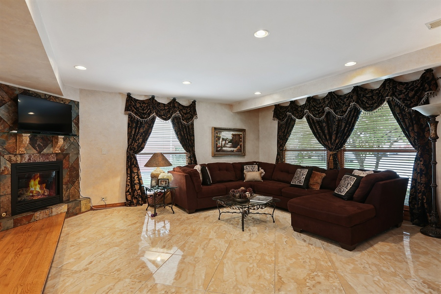 Real Estate Photography - 22W531 Balsam, Glen Ellyn, IL, 60137 - Family Room