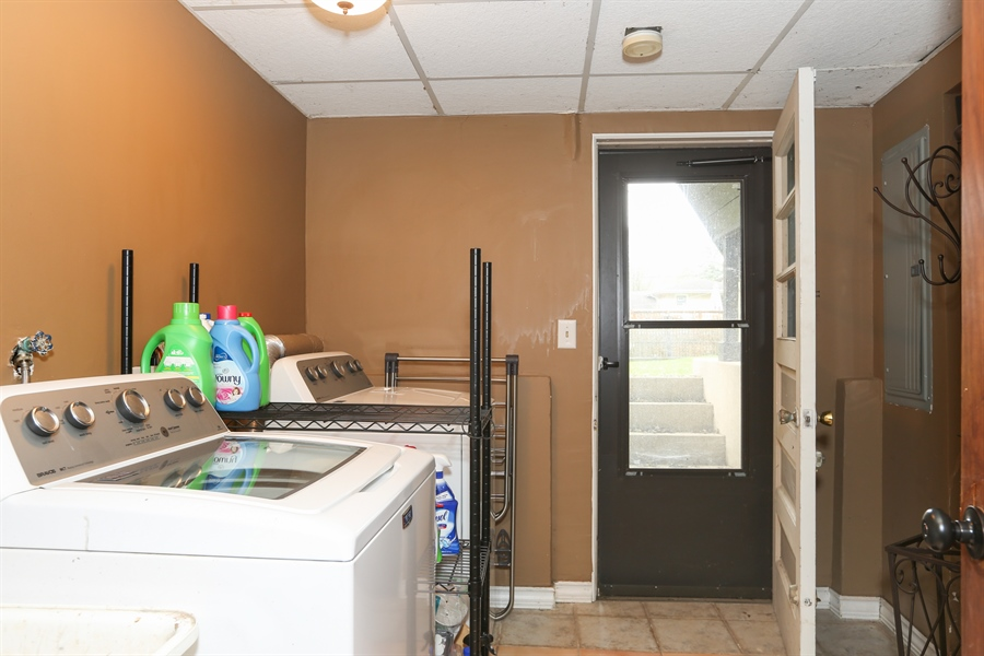 Real Estate Photography - 22W531 Balsam, Glen Ellyn, IL, 60137 - Laundry Room