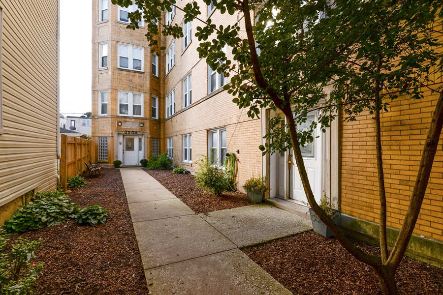 Real Estate Photography - 3555 W Lyndale, 3C, Chicago, IL, 60647 - Gated Courtyard Building