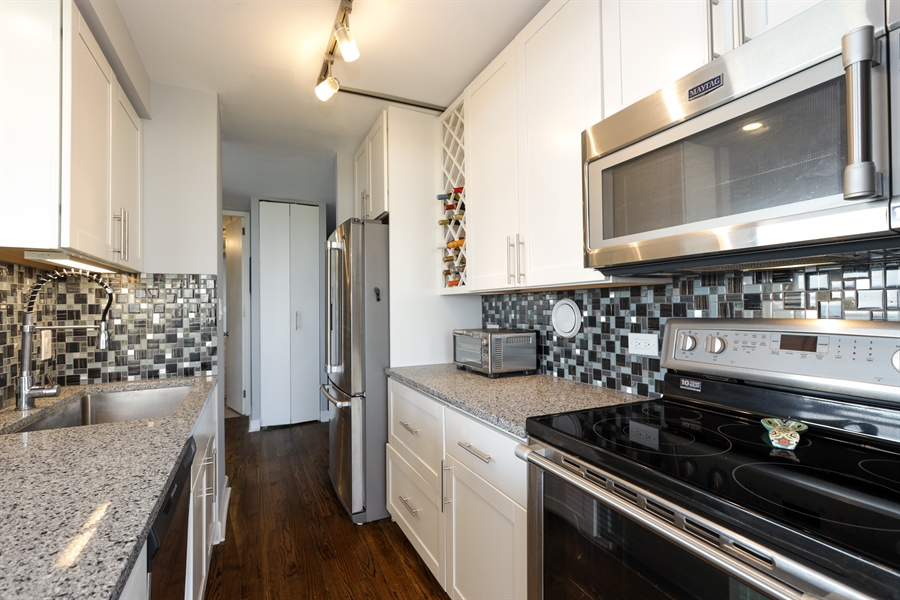 Real Estate Photography - 345 W Fullerton, 1301, Chicago, IL, 60614 - Kitchen