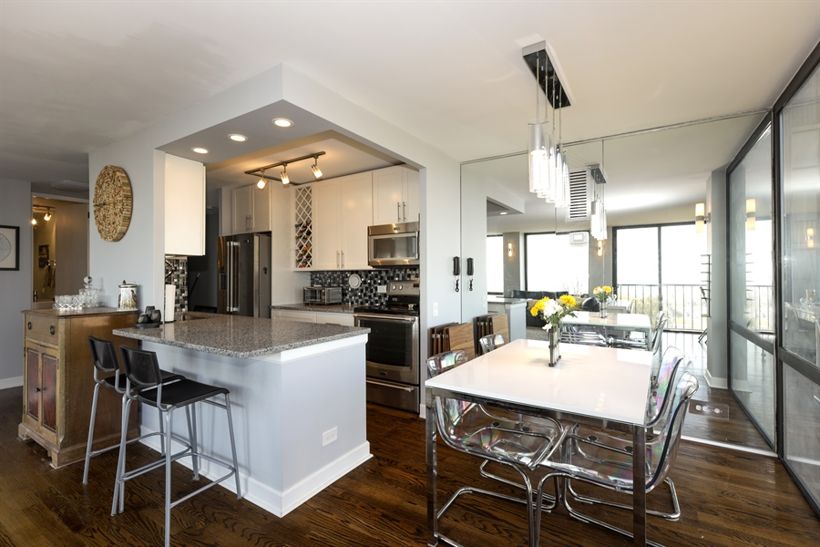 Real Estate Photography - 345 W Fullerton, 1301, Chicago, IL, 60614 - Kitchen / Dining Room