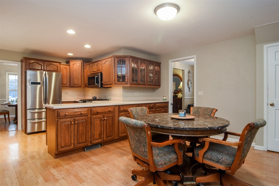 Real Estate Photography - 101 Howe Terrace, Barrington, IL, 60010 - Kitchen / Breakfast Room