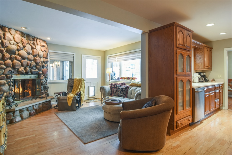 Real Estate Photography - 101 Howe Terrace, Barrington, IL, 60010 - Family Room / Kitchen