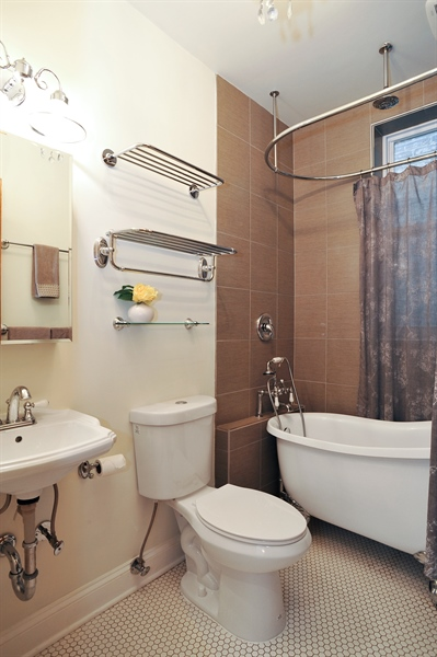 Real Estate Photography - 4113 N Kenmore, Chicago, IL, 60613 - 3rd Bathroom