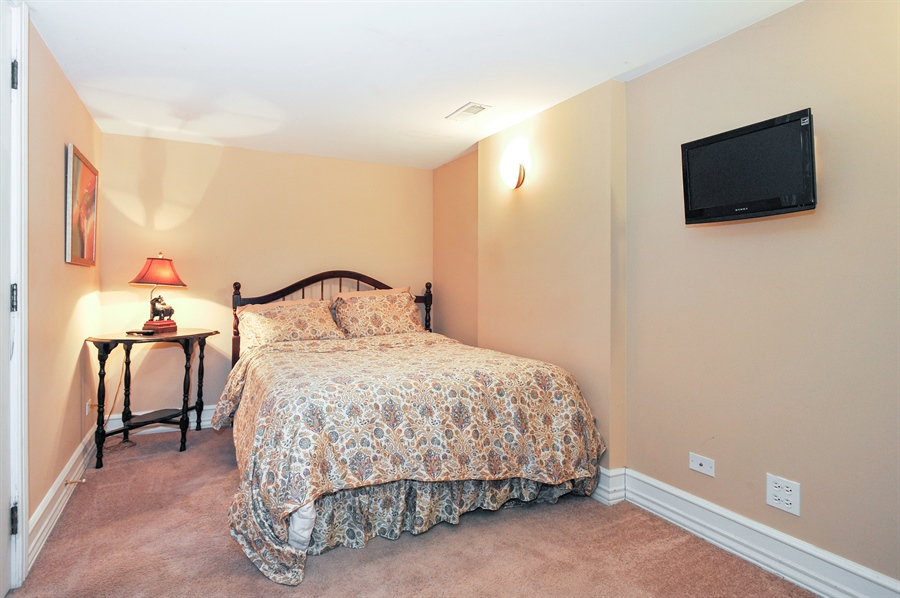 Real Estate Photography - 4113 N Kenmore, Chicago, IL, 60613 - 5th Bedroom